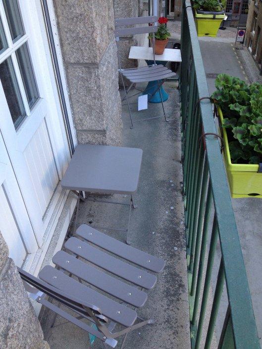 Two new gray chairs to join the gray table on the balcony.